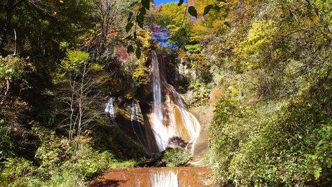 どこか妖しげで艶っぽい。草津の秘境的な名瀑布「嫗仙の滝」