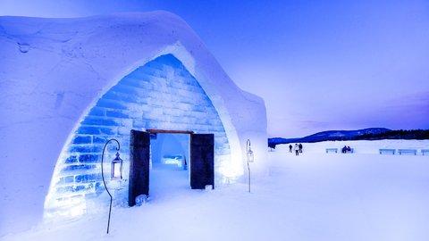 氷と雪の芸術。あえて寒さを楽しむ、世界のイグルー&アイスホテル5選