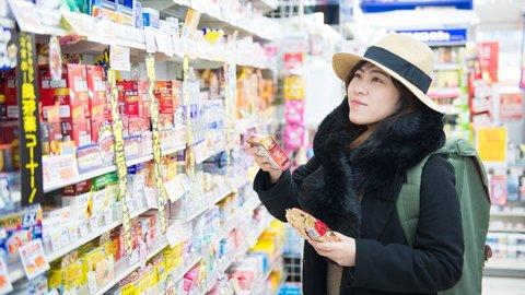 外国人が熱愛する日本のドラッグストアで「神買い」するものランキング
