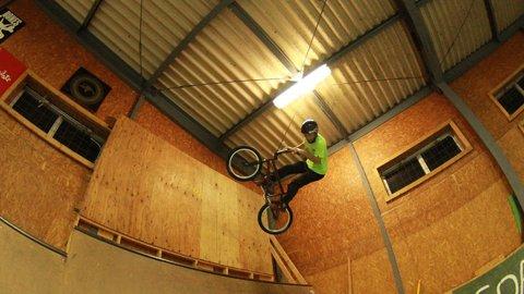 オリンピック出場も夢じゃない?大人も子どもも楽しめる本格BMX体験