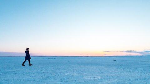いずれなくなる絶景。北海道・野付半島、冬の「氷平線」を歩く