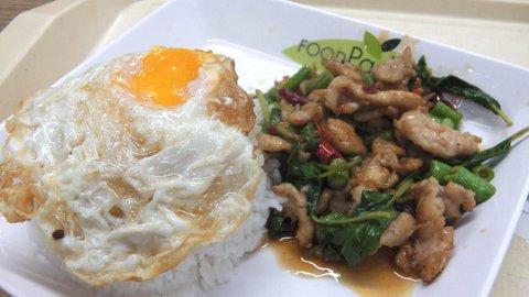 食べやすい辛さ。本場で愛されるちょっと庶民的なタイ料理