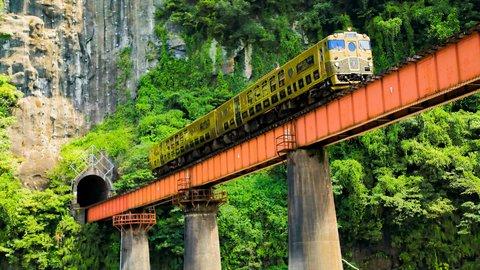 日本のスゴイを見たい。感動の絶景を走る豪華「観光列車」ランキング