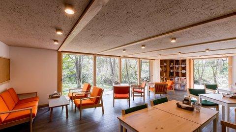 自然の中に佇む、建築美にうっとり。軽井沢「エロイーズカフェ」