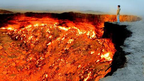 恐ろしくも美しい。50年間燃え続けるトルクメニスタン「地獄の門」
