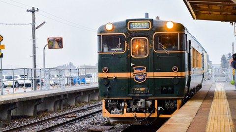 海も山もグルメもワガママに楽しむ、富山の観光列車「べるもんた」
