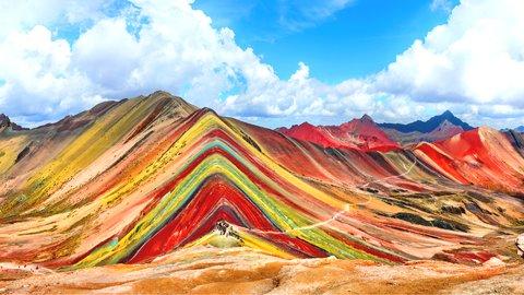 一度は見たい虹色の山々。美しい「レインボー」な絶景スポット5選