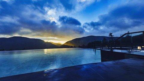 空と溶け合うインフィニティー温泉。箱根で楽しむ超リラックス体験