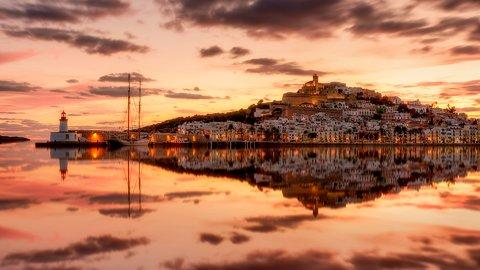 世界遺産でナイトライフの聖地。美しき音楽の島「イビサ」の魅力