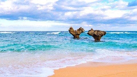 伝説が残る「神の島」へ。沖縄本島のミステリアスなパワースポット6選