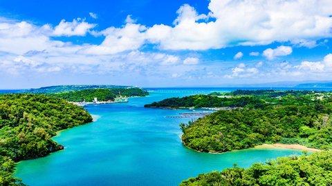 一味違う沖縄がここにある。本島から車で行ける絶景「離島」6選