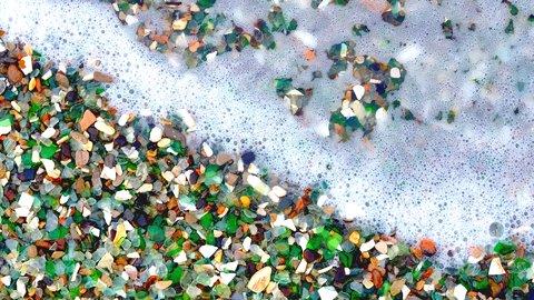 宝石のような美しさ。ガラスでできた世界の「グラスビーチ」4選