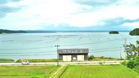 能登七尾湾、癒しの絶景。石川県の観光列車「のと里山里海号」