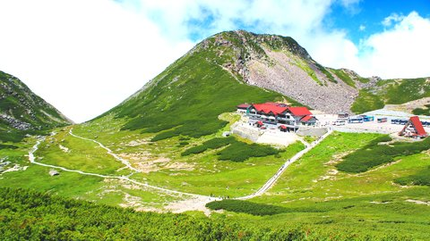 初心者でも安心に絶景登山を。乗り物で登れる、美しい国内「夏山」10選