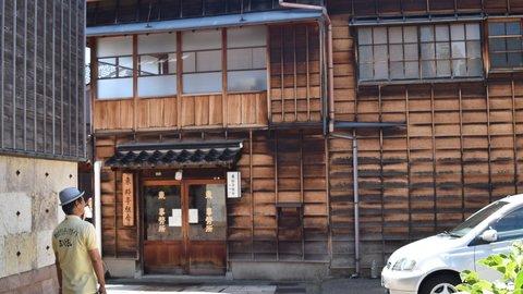 ひがし、にし、主計町。熟練ガイドに聞く、金沢茶屋街の上手な歩き方