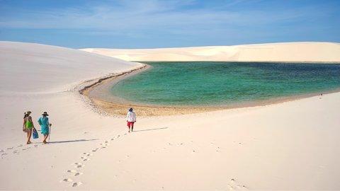 ひたすらの白と青。果てしなく続く、世界の美しき「白砂漠」4選