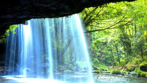 本物の絶景は「裏」から見るべし。日本全国の美しき「裏見の滝」5選