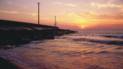 「ブラタモ」も注目。いまは穴場、絶景の夕日が待つ福井「三国突堤」