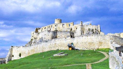 映画セットのような美しさ。スロバキアの世界遺産「スピシュスキー城」