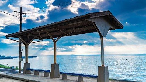 やなこと、全部わすれて。あの日見たかった「海の見える駅」へ