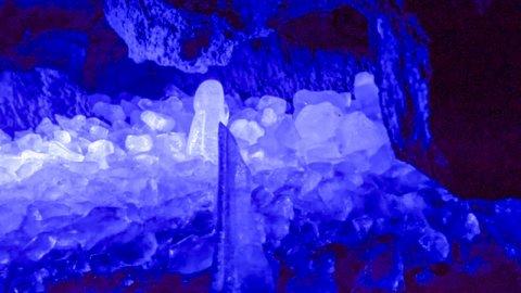 ロマンあふれる神秘体験。避暑で行きたい青木ヶ原「富岳風穴・鳴沢氷穴」
