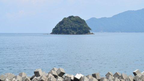 海岸から愛を再確認できる場所。福井県・小浜湾の天然記念物「蒼島」