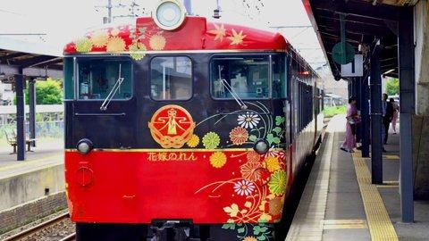豪華な鉄道旅。加賀の美意識が凝縮された観光列車「花嫁のれん」