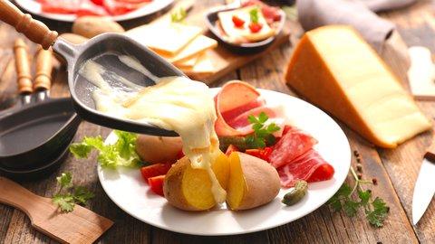 スイスの冬はチーズ料理が充実。家庭的な熱々トロトロの楽しみ方