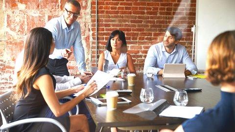 会議で便利なビジネス英語。仕事でも使える英会話フレーズvol.25