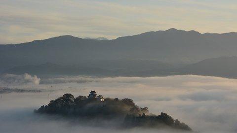 福井にもあるぞ、天空の城。秋冬が見ごろ「越前大野城」の絶景撮影ポイント