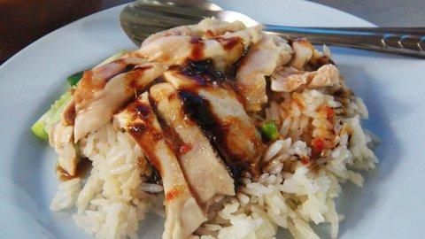 鶏肉派は食べるべし!タイのローカル飯「カオマンガイ」がうまい店
