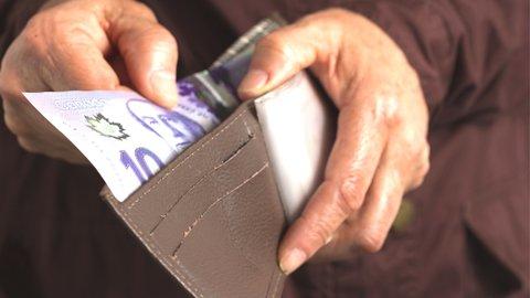 小銭で買い物をするのはNG?海外では通用しない日本の常識