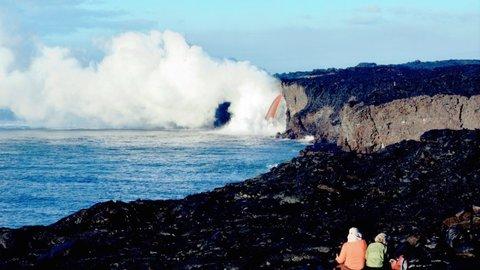 溶岩に消えゆく自宅を眺め…女神ペレに魅了された、ハワイ・プナの人々