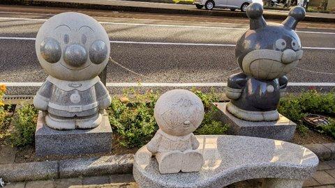 それいけお散歩!高知駅周辺で「アンパンマン」の友だち探し
