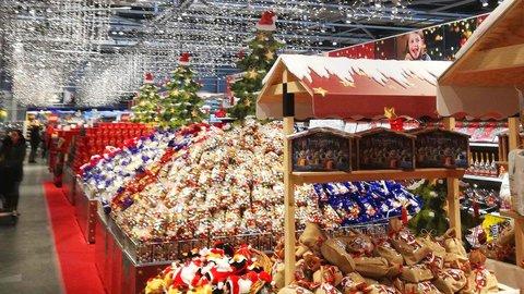 クリスマスケーキは食べない?スイスのビスケット工場に潜入