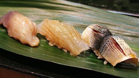 職人の味が一貫100円!最強立ち食い寿司酒場「にぎにぎ一(いち)」