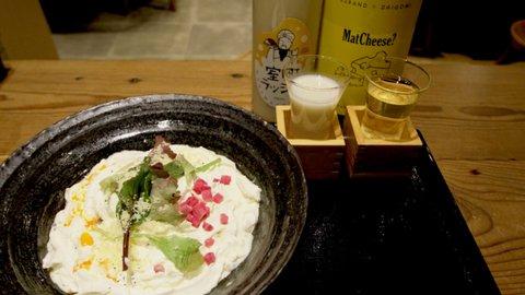 飲めるうどん屋「山下本気うどん」の「白いカレーうどん」と日本酒が最高