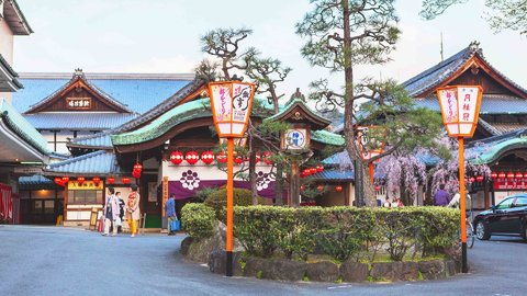 美しき舞にうっとり。京都の春の風物詩「都をどり」と「京おどり」