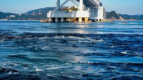 ド迫力で大感激。巨大な渦が迫りくる、徳島「渦潮クルーズ」体験記