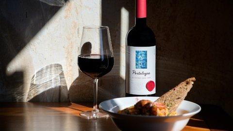 グルメでおうち旅気分。食卓を格上げしてくれる世界の「ワイン」