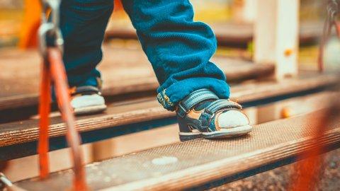 大切なお出かけに。パパママが選ぶ「子どもの靴」、どれが人気?