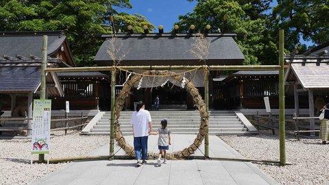 夏越の祓。茅の輪をくぐって水無月を食べて暑い夏を乗り切ろう!