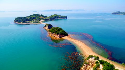 海が割れ道が開ける「トンボロ現象」が見られる日本・海外の島5選