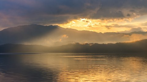 三方五湖の絶景を一望。湖畔に佇む、福井県の秘湯「虹岳島温泉」