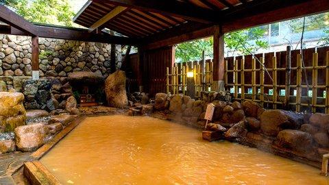 日本最古、関西の奥座敷「有馬温泉」で癒しの金泉&銀泉体験