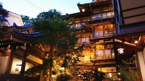 まさかの泊まれる登録文化財!長野・渋温泉の「金具屋」でタイムトリップ