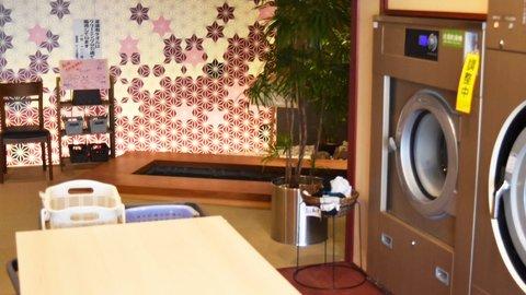 足湯、コインランドリーにあるってよ。地元の憩いの場、石川県「みつむらクリーニング」