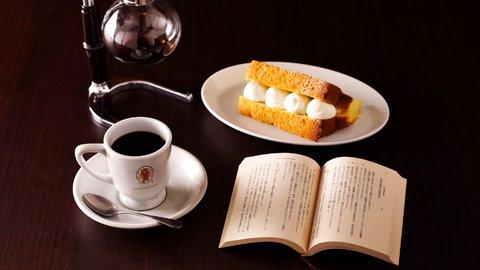 コーヒーと本をゆっくり楽しむ。東京都内のおしゃれな「ブックカフェ」7選
