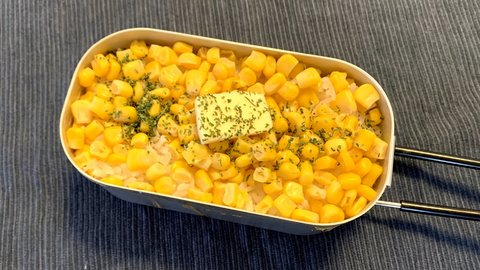 お家で簡単!ダイソーのメスティンで作る、バター香る「キャンプ飯」