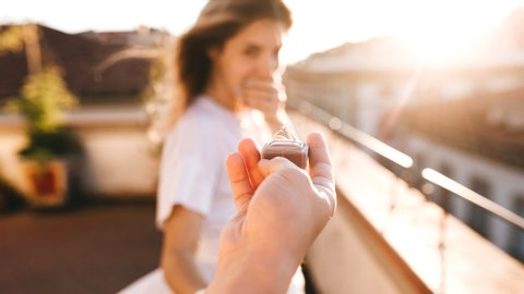 こんなサプライズ絶対イヤ…女性が求める理想の「プロポーズ」とは